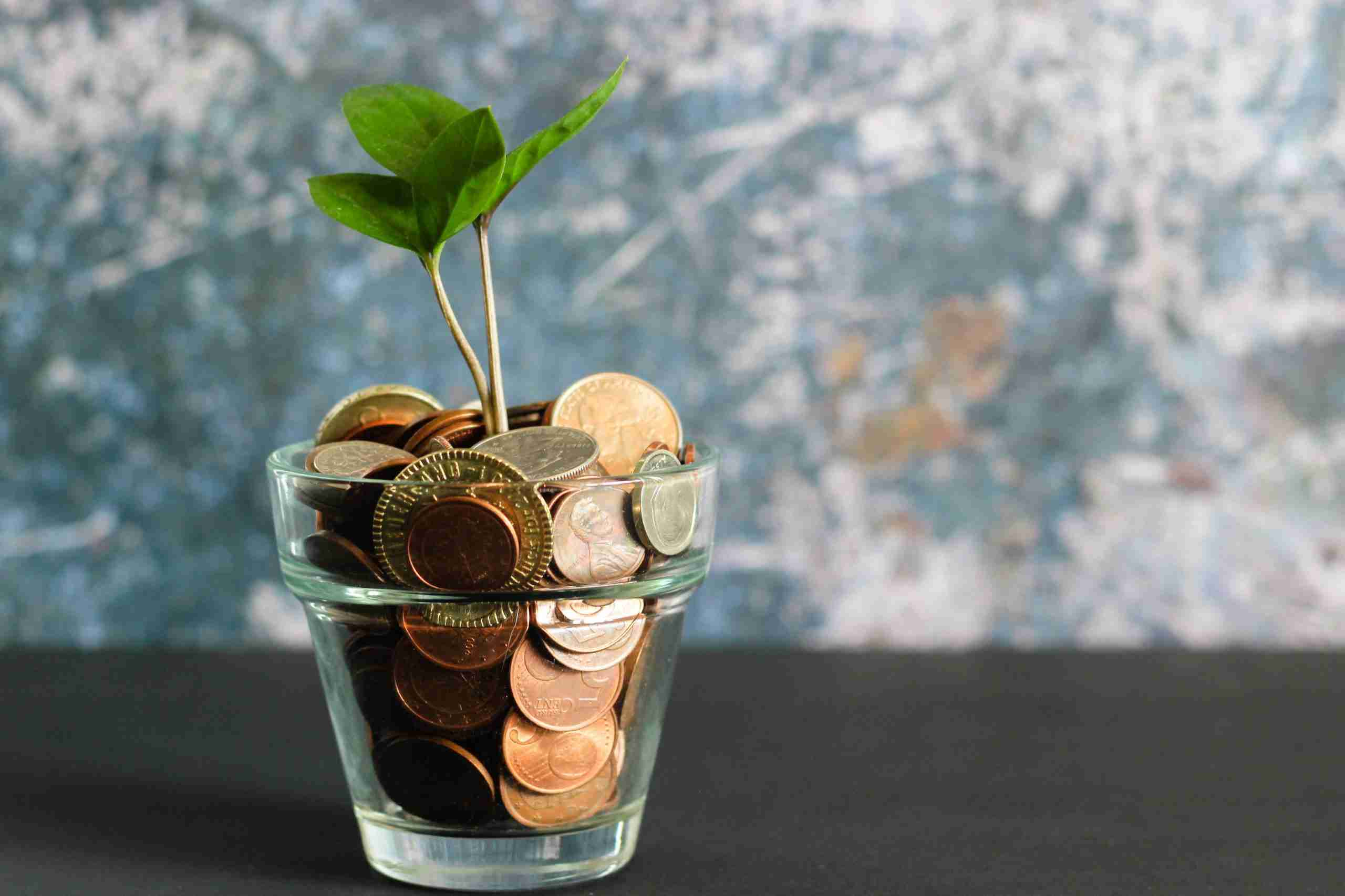 How do I track my money? Simple ways to understand what is going on while also improving your spending habits.